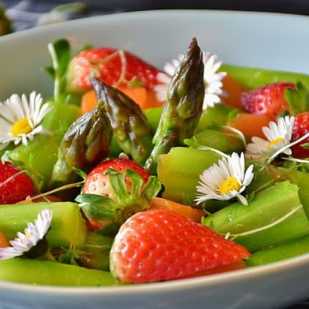 Zomerse salade voor bij de barbecue